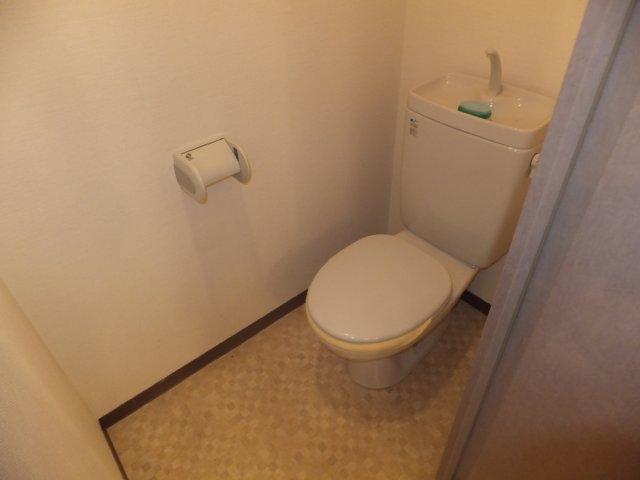 グランデージ則武 902号室のトイレ