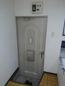 コーポいぶき 203号室の玄関
