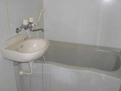 レオパレス山王 401号室の風呂