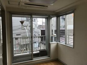 宮坂ビル 301号室の居室