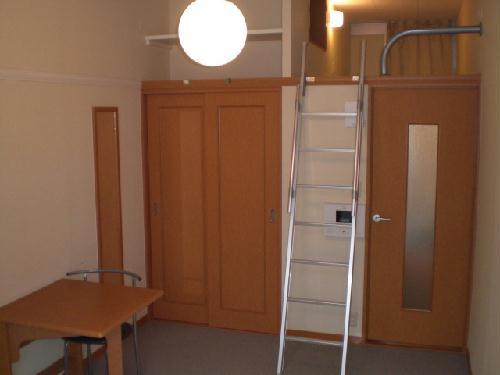 レオパレスプレジール山王 202号室のリビング