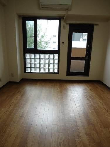 ライオンズマンション丸の内第5 709号室のリビング