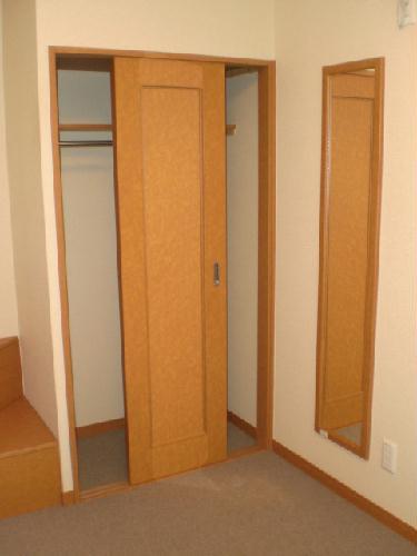レオパレスレザン 101号室の収納
