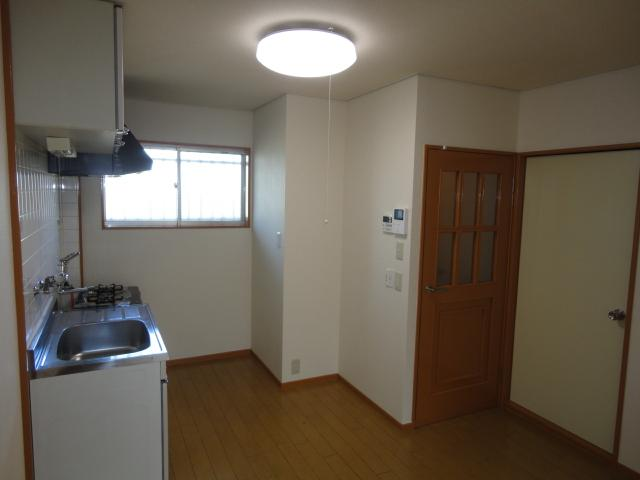 シティーマンション西伏屋 00302号室のリビング