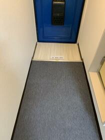 鹿島ハイツ戸越 205号室の玄関
