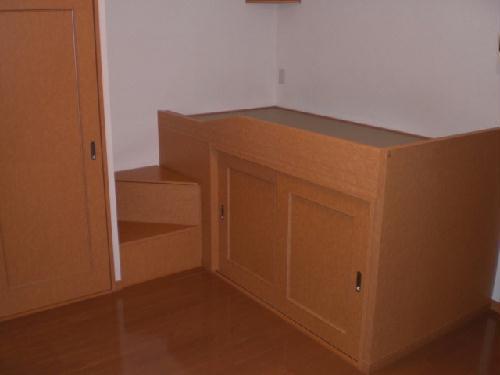 レオパレスマリーゴールド 211号室のベッドルーム