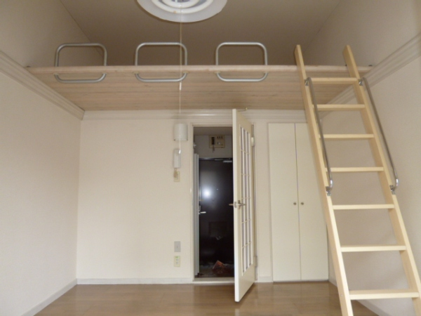 レオパレス21高杉 103号室のベッドルーム