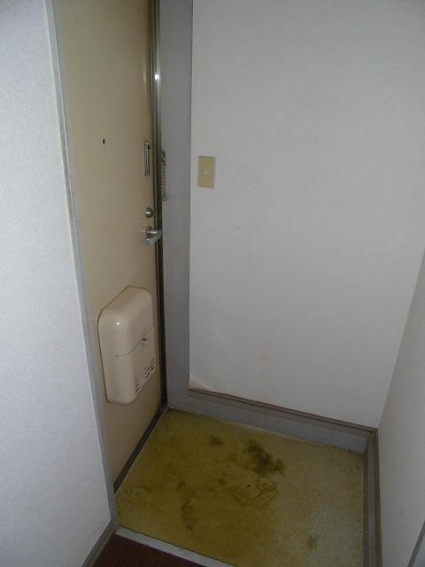 ライフピアグラフティー 104号室の玄関