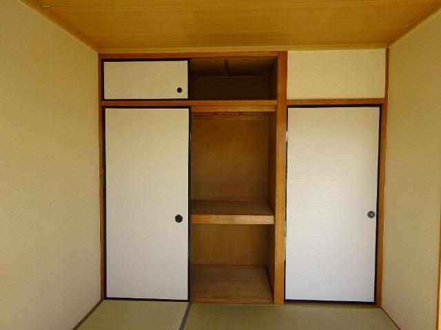 ロイヤルコープM 00301号室の収納