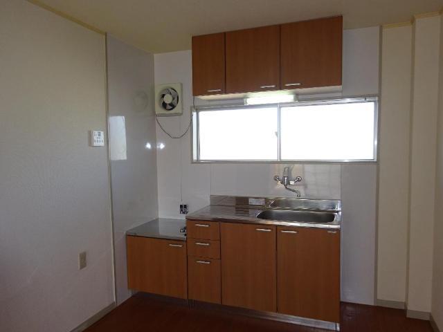 ロイヤルコープM 00301号室のキッチン