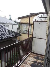 伸栄荘 201号室のエントランス