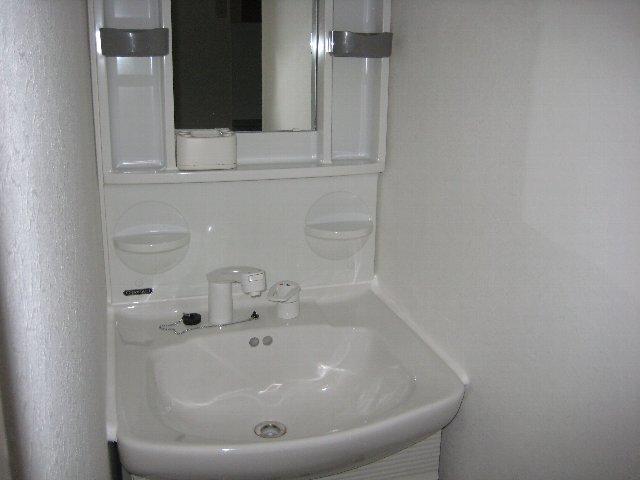 第2山忠ビル 302号室の洗面所