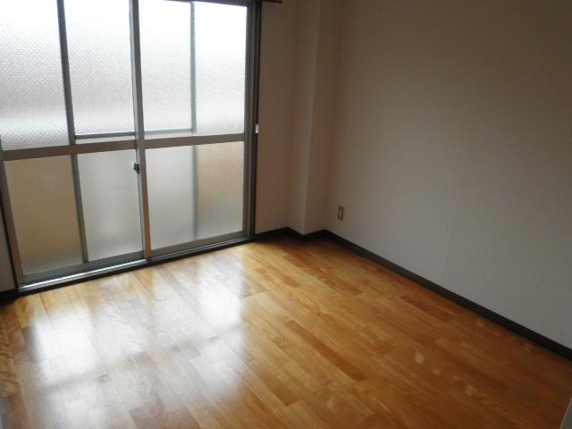 三沢第2マンションりわ 317号室のリビング