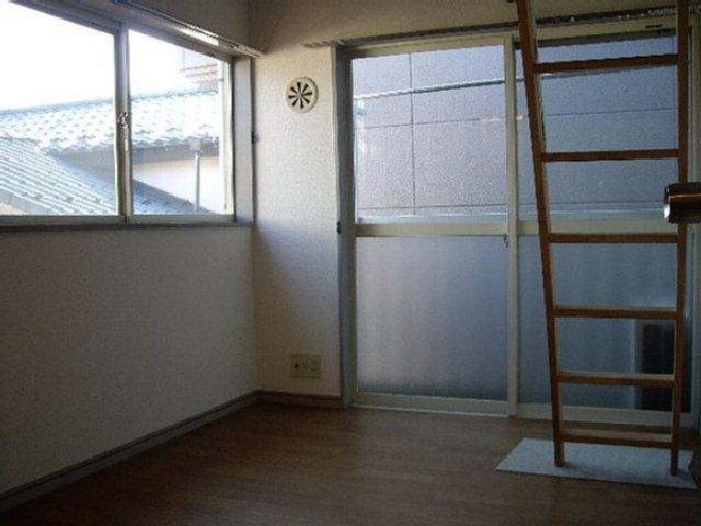 ライフピアグラフティー 102号室のリビング