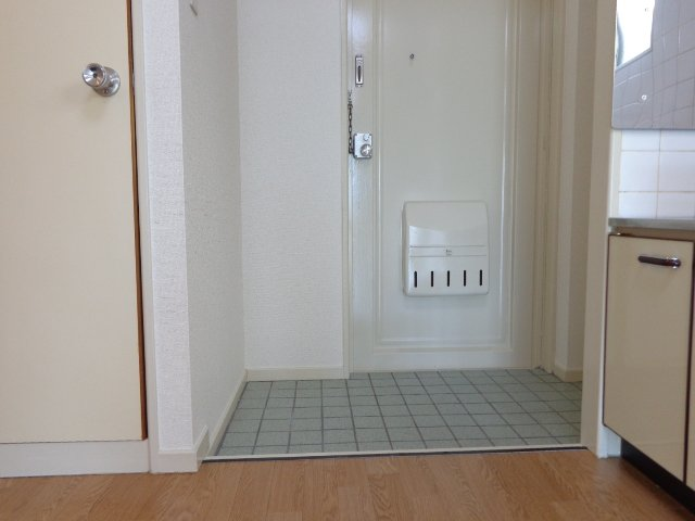 コーポラスカトー 00301号室の玄関