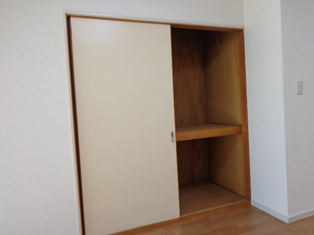 コーポラスカトー 00301号室の収納