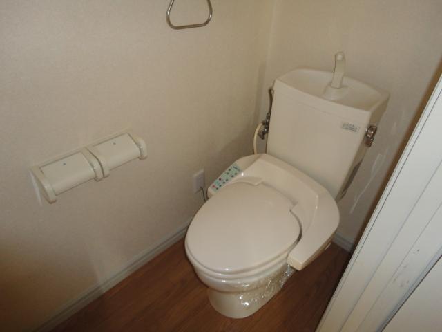 ドルソニオンA 102号室のトイレ