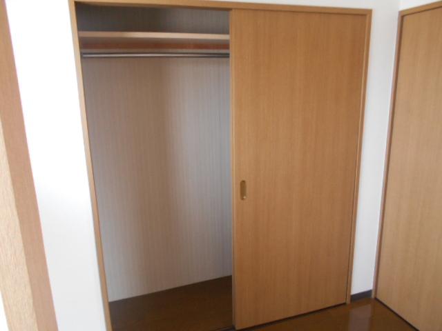 ゴールドハイツ渡辺 1005号室の収納