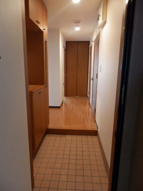 カーサ岩塚 302号室の玄関