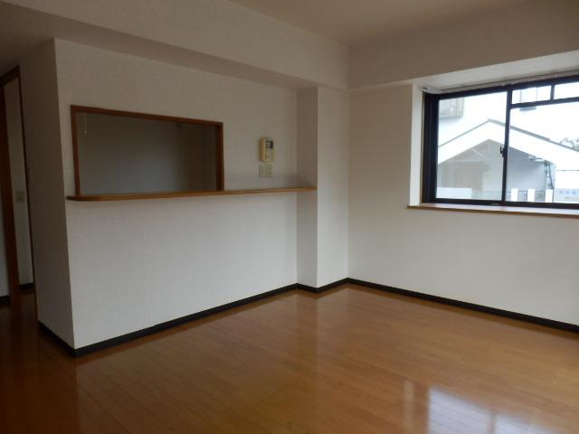 カーサ岩塚 302号室のリビング
