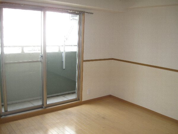 キャノンピア鶴舞 303号室のリビング