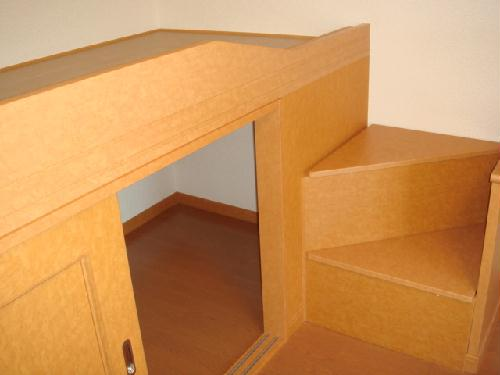 レオパレス2001 102号室のベッドルーム