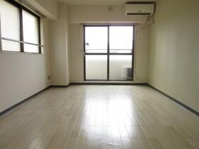 ニューライフ横浜大通り公園 706号室のリビング