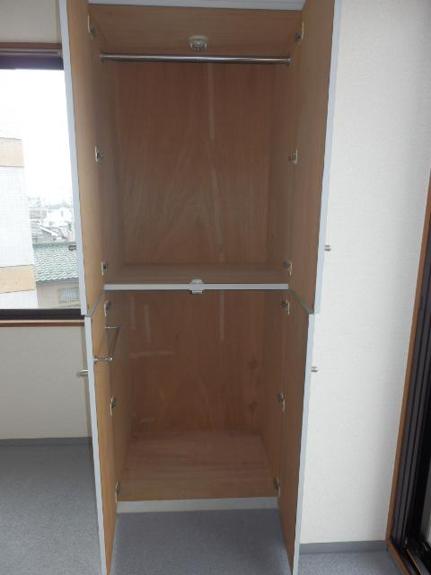 アムハード所沢 00405号室の収納