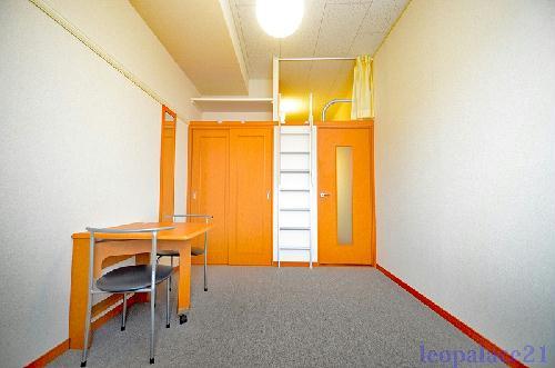 レオパレスIT 302号室のリビング