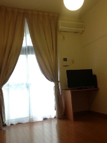 レオパレスIT 111号室のリビング