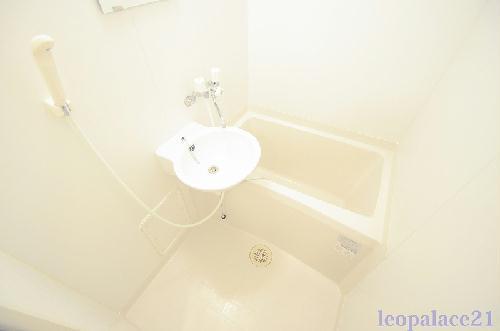レオパレスコンフォート平松 203号室の風呂