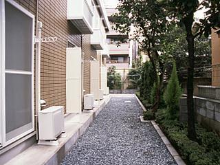 レオパレス三生 102号室の庭