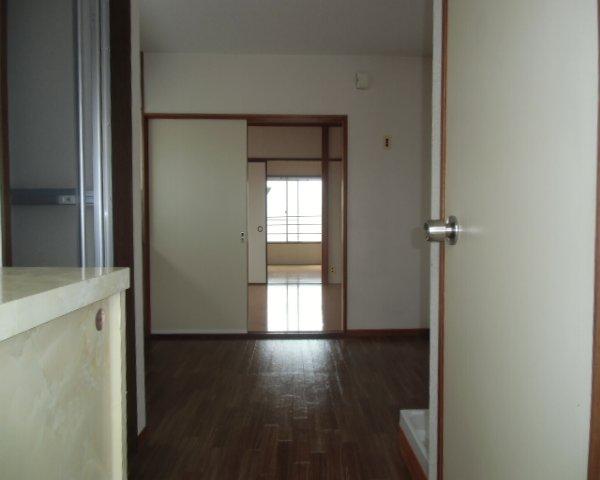 第2金泉ビル 301号室の玄関