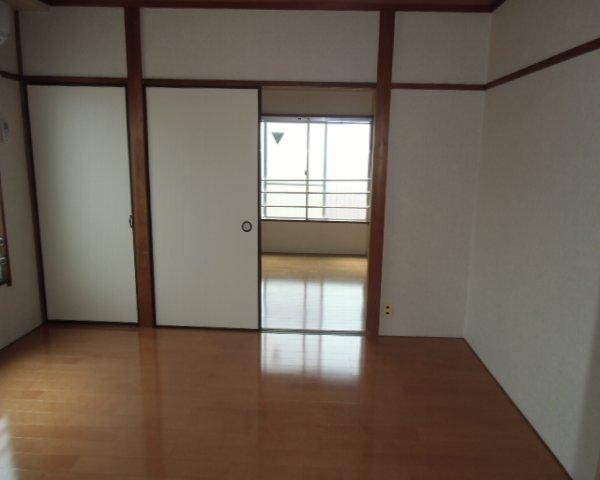 第2金泉ビル 301号室のリビング
