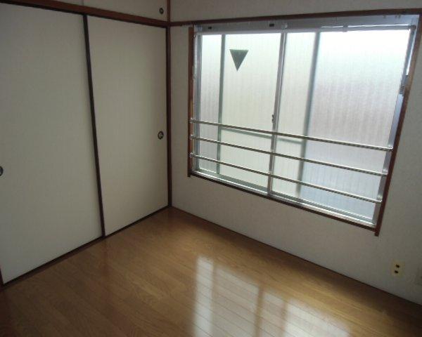 第2金泉ビル 301号室の居室