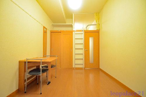 レオパレスVIALACTEA 108号室のリビング