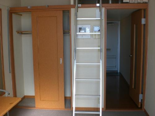レオパレスガーデンプレイス 108号室の収納