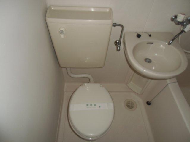 マリンハイツ鷹の台 202号室のトイレ