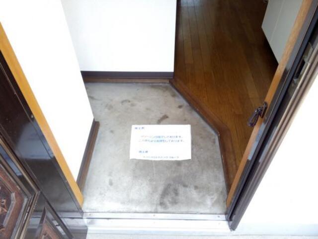 フォレスト保谷 205号室の玄関
