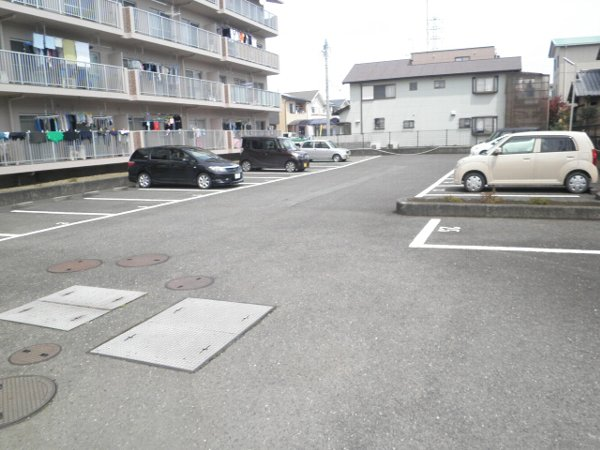 グラースHY 302号室の駐車場