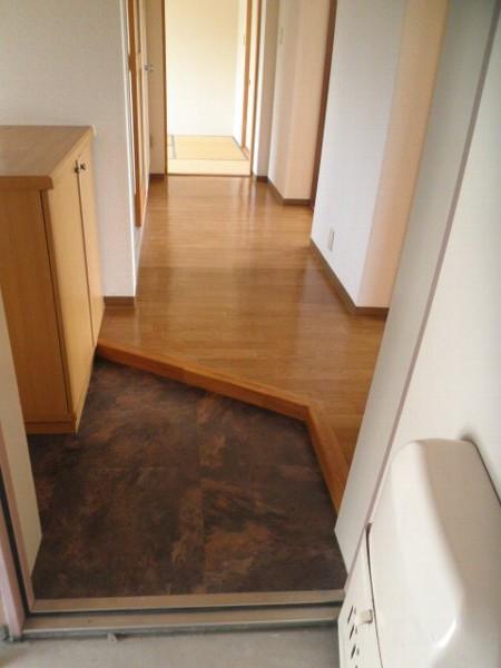 グラースHY 302号室の玄関