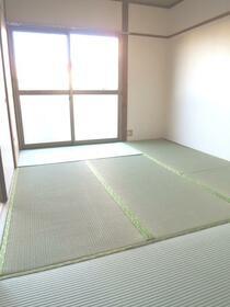 三晃ハイツ 202号室のベッドルーム