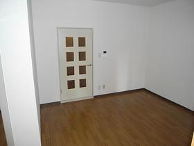 グリーンシャトル 201号室のベッドルーム