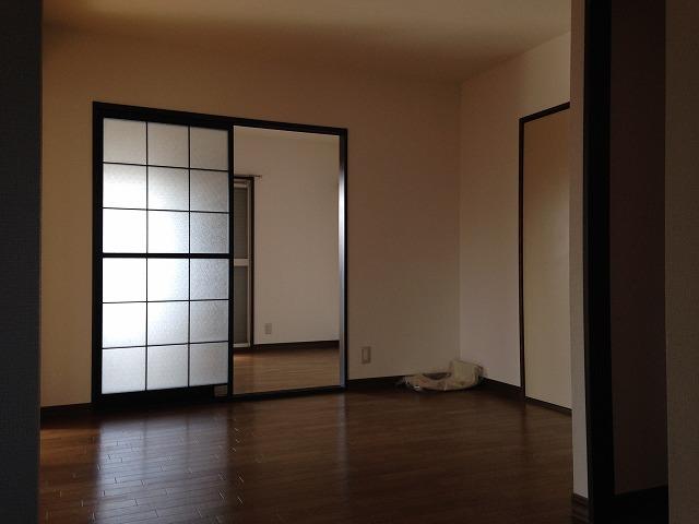 フレグランス花村A棟 102号室のリビング