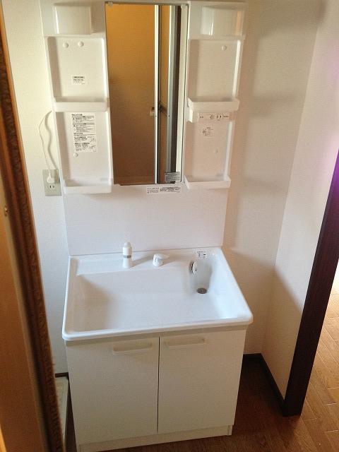 フレグランス花村A棟 102号室の洗面所