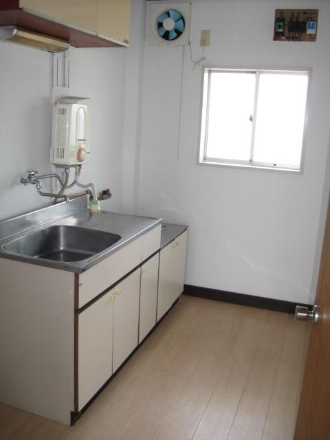 小吹ハイツ 202号室のキッチン