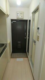 レヂオンス西武柳沢 206号室の玄関
