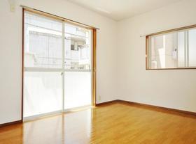 サンライズ青葉台 201号室の居室