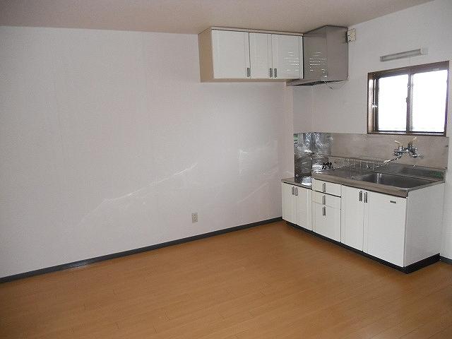 レジデンスヨコヤマ 303号室のリビング