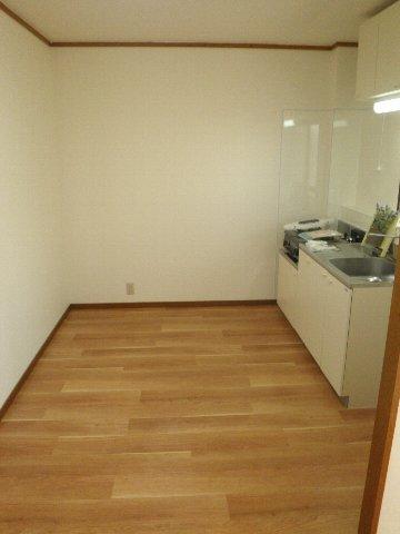 シティハイム松田 101号室のリビング